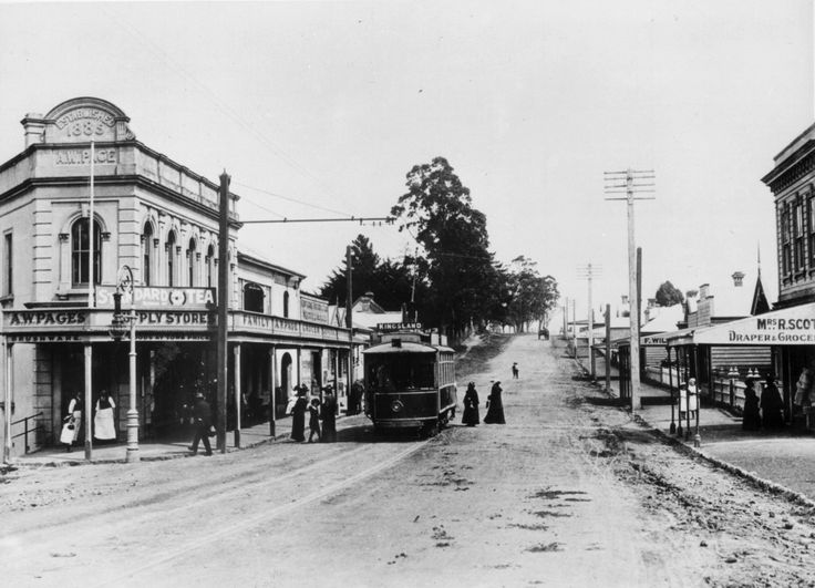 KingslandNZ-New North Rd Kingsland 1905, showing tram terminus & the store of A W Page. Photo Sir George Grey Special Collections, Auckland Libraries