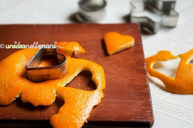 Decorazioni natalizie con bucce di arance e uncinetto