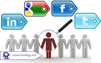 La Importancia de las Redes Sociales para las Empresas en Internet.                Las redes sociales deberían ser parte de la estrategia de una marca o empresa.  Una empresa tiene éxito cuando acorta la brecha en la mente de los consumidores entre el lugar donde se encuentran ahora y donde quieren llegar. Las redes sociales pueden hacer esto al responder sus consultas y miedos, guiándolos hacia la visión que desean para ellos mismos, por ejemplo, adelgazar, ser saludables, exitosos, etc.