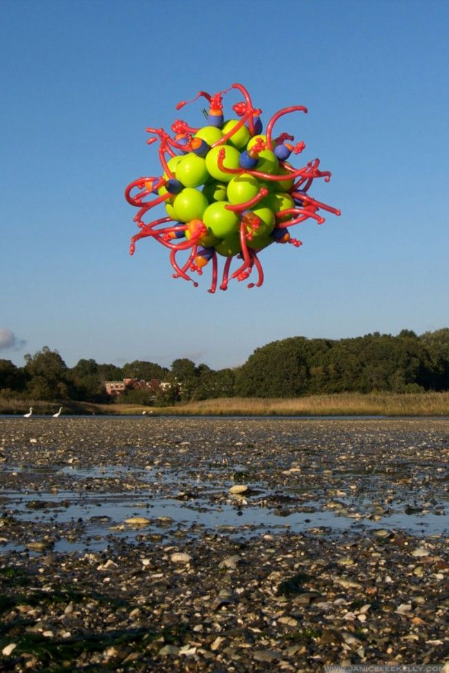 floating balloon sculptures by Janice Lee Kelly