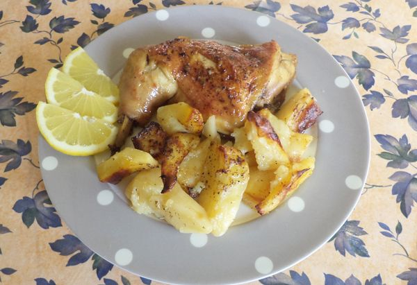 Κοτόπουλο στον φούρνο. Λεμονάτο κοτόπουλο στον φούρνο με πατάτες!
