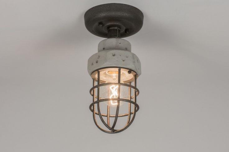 Art 72377 (en 72378) Kleine stoere plafondlamp gemaakt van beton en metaal. Het metaal van deze lamp is donker van kleur en heeft een ruwe afwerking. Zowel beton als metaal oogt Raw. Raw wil zeggen; een ruwe, grove afwerking, zo dicht mogelijk bij het oorspronkelijke materiaal. http://www.rietveldlicht.nl/artikel/plafondlamp-72377-modern-stoer-raw-betongrijs-beton-metaal