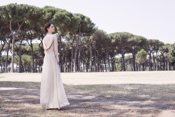 Váy cưới màu nude của Leila Hafzi