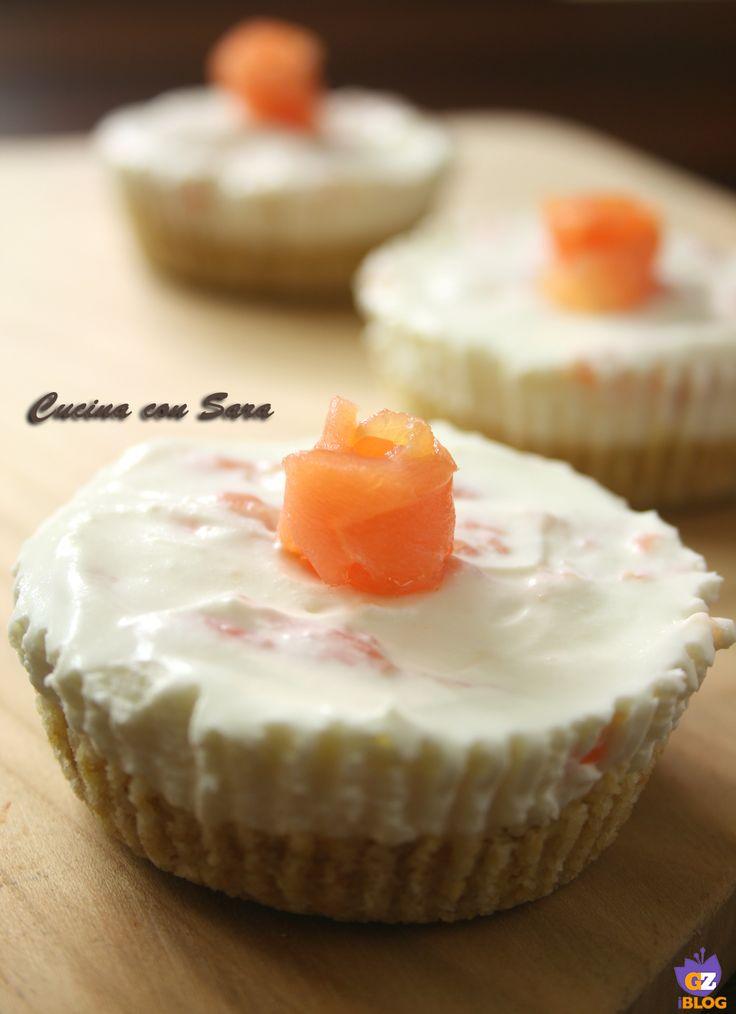Mini cheesecake salate al philadelphia e salmone.Per la cena della vigilia una deliziosa cheesecake in versione monoporzione...