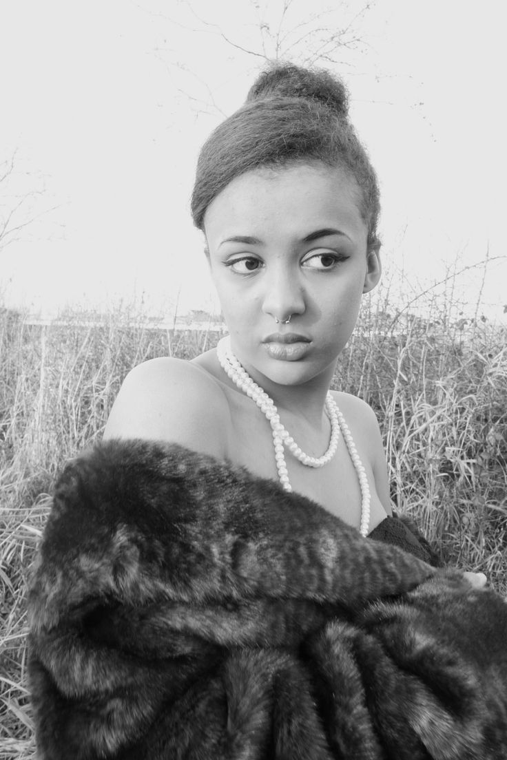 shot by cassandra Stephens #vintage #fashion #photography #vintaegefashion #fauxfur #blackandwhite #blog #fashionblog