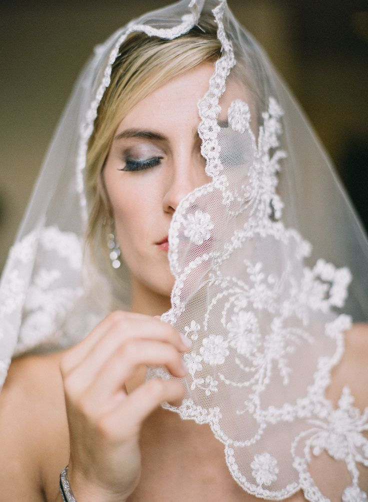 Birmingham, AL wedding. Vintage lace cathedral veil. Hair/Makeup: Abby Moorer. Photo: Leslee Mitchell. Birmingham Country Club wedding.
