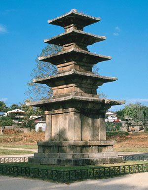 Paekche: stone pagoda [Credit: Grafica Co., Inc.]