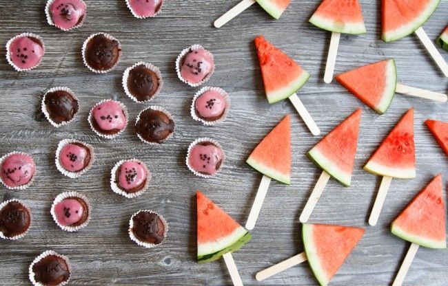 Miniature muffins and watermelon ice pops. www.babybite.dk