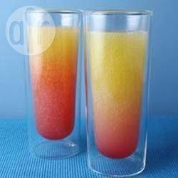 Laat kinderen ook gezellig meedrinken op een feestje met dit drankje op basis van echt sinaasappelsap.
