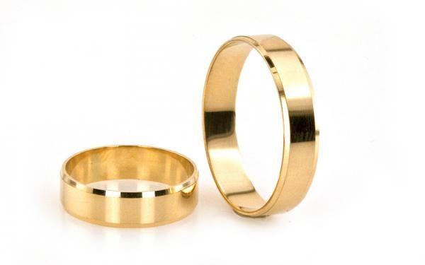 Klasické svadobné obrúčky z lesklého žltého zlata