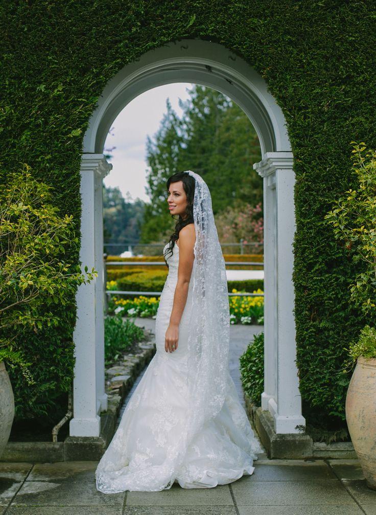 Marissa and David's Wedding at Butchart Gardens    Victoria Wedding Photographer. #wedding #butchartgardens #vancouverislandwedding #gardens #gardenwedding