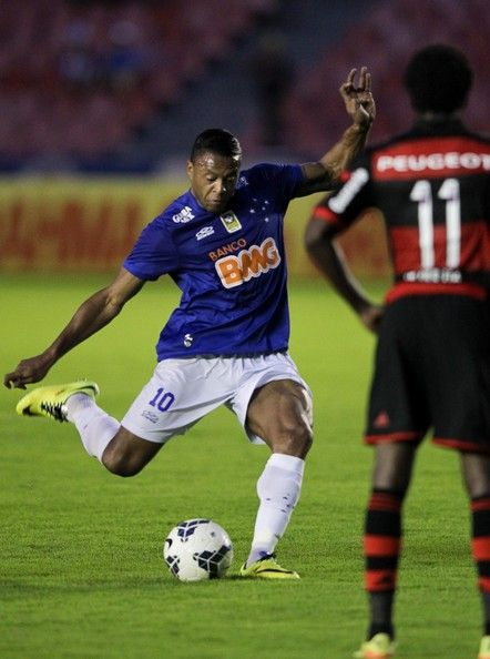 Julio Baptista #10 of Cruzeiro