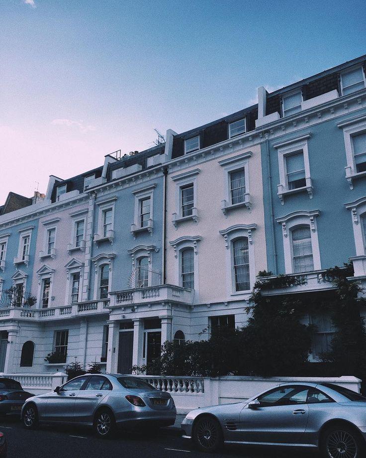 Pastel skies, pastel buildings💕   _______________    #london #buildings #sky #pastel #back #tb #city #england #uk #photography