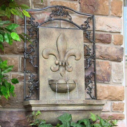Outdoor French Lily Electric Wall Fountain Florentine Stone Garden Water  Feature