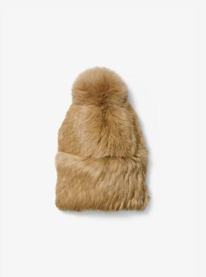 La fourrure somptueuse et l'amusant pompon confèrent une touche de panache et de raffinement à ce bonnet. Portez-le avec des vêtements assortis pour un look moderne et glamour.