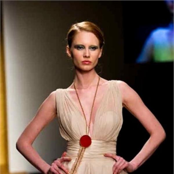 LEILAHAFZI on Vogue.com     VOGUE Italia - Oroarezzo Premiere