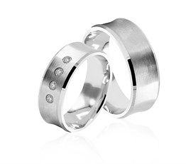 Yüzlerce şık ve trend alyans modelleri, tüm çift alyanslar uygun fiyatlarla sizlerle buluşturuyoruz, söz yüzüğü, nişan yüzüğü ve evlilik alyansları sitemizde bulabilirsiniz. 925 ayar gümüş alyans modellerimize sitemizden ulaşabilirsiniz.