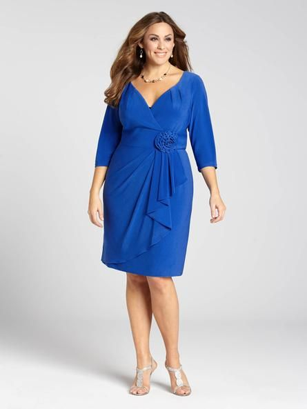 Laura Plus: for women size 14 . Combining bold colour with a classic silhouette, this gorgeous Adrianna Papell dress rings in Spring beautifully. Dainty pleating along the neckline couples with draped detailing for a feminine feel, topped o...5010103-0328