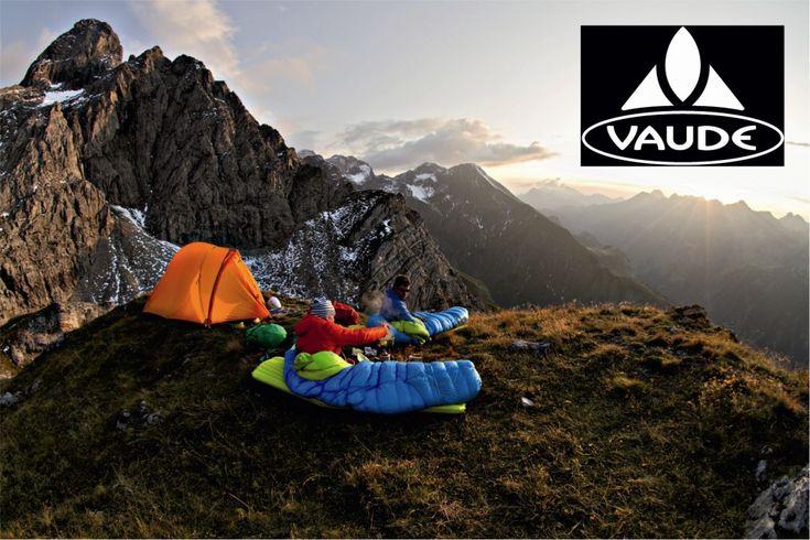 VAUDE - Vaude, dağcılık, doğa ve bisiklet sporları için malzeme üreten köklü bir Alman şirketidir. 1974 yılında Albrecht von Dewitz tarafından, dağcılık ekipmanları satan bir işletme olarak kurulmuştur. VAUDE adı, Von Dewitz baş harflerinden türetilmiştir. Başlangıçta sadece sırt çantaları kendi üretimleriydi.