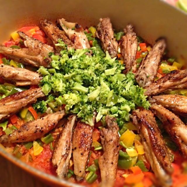 ガーナのパエリアのようなお料理。 ベースはトマト味ですが、カイエンペッパーが入りピリ辛。 クルーゼのお鍋で作ってみました。 - 61件のもぐもぐ - ジョロフライス(ガーナの炊込みピラフ) by ななぞう