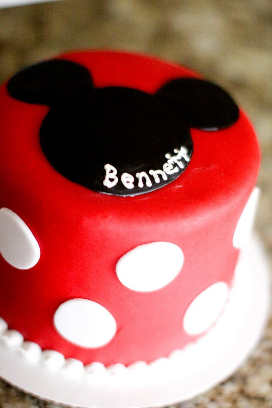 Mickey Cake @Mandy Martin  I loove this one!