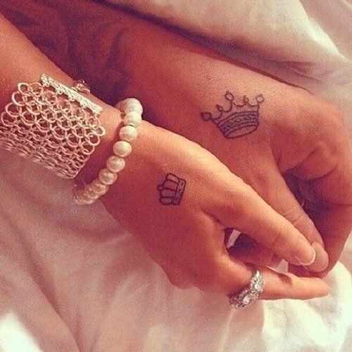 corona tatuajes pareja