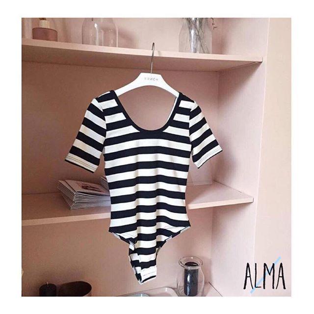 _L'eleganza del body e la bellezza delle righe: il binomio perfetto per l'estate!_ ☀️🏖  .   Stay chic   Stay Alma   #frnch #alma #body #stripes #navy