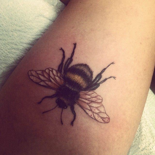 """Résultat de recherche d'images pour """"bumble bee tattoos"""""""