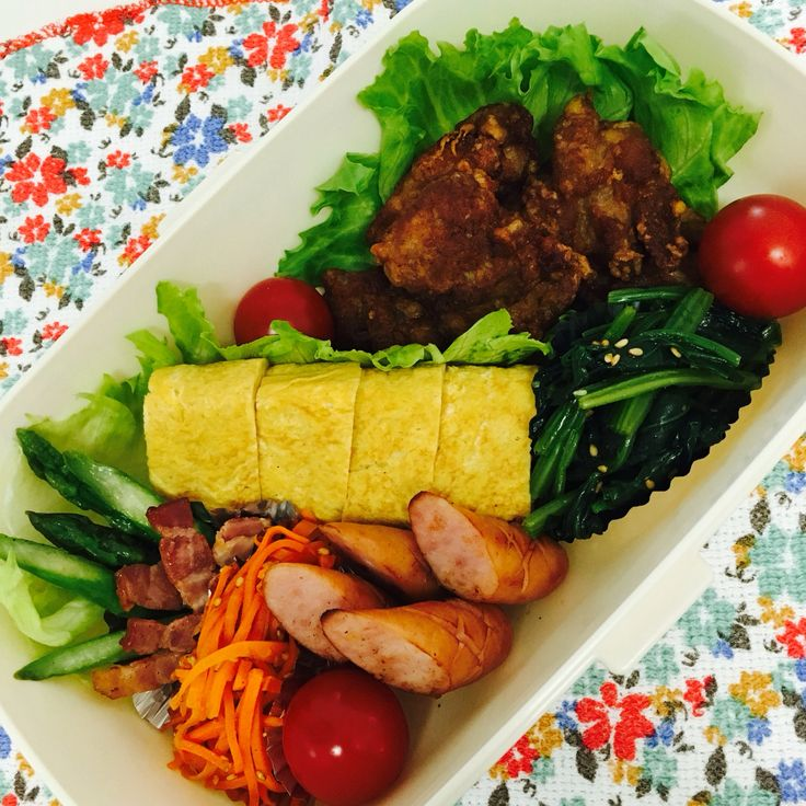 ピクニック弁当 からあげ/たまご焼き/ソーセージ/ほうれん草ナムル/にんじんのほんだし炒め/アスパラベーコン/プチトマト