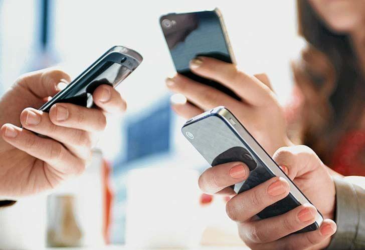 """RINCON DEL BIBLIOTECARIO: El tradicional SMS agoniza en manos de WhatsApp y ...       Este cambio en las formas de comunicarse no es algo exclusivo de Argentina. Gustavo Fontanals, especialista en telecomunicaciones, le dijo a PERFIL que """"esa evolución de preferencias se está verificando a nivel global, con más fuerza en los países desarrollados, donde el mercado de smartphones y planes de datos está maduro""""."""