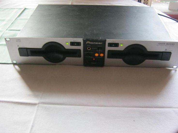 Biete hier für Bastler einen Doppel CD-Player hier Pioneer CMX 5000,das Gerät spielt zwar nur bleibt beim CD-Player A ab und an die CD im Ausgabeschacht stecken was ansich kein großes Problem ist da sie leicht herraugeholt werden kann.Sonst konnte ich keine Fehler erkennen,aus diesem Grund defeckt an Bastler.Es wurden keine Eingriffe oder Reperaturversuche meinerseits an dem Gerät unternommen,Unverbastelt.PayPal und Versand möglich ,Versandkosten Dhl 10,00 Euro