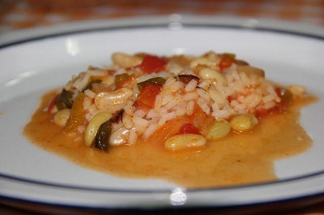 Tomates, pimentos, feijões verdes e salsa da horta do vizinho, cebolas de casa da mãe, um desafio e ... um simples arroz de tomate