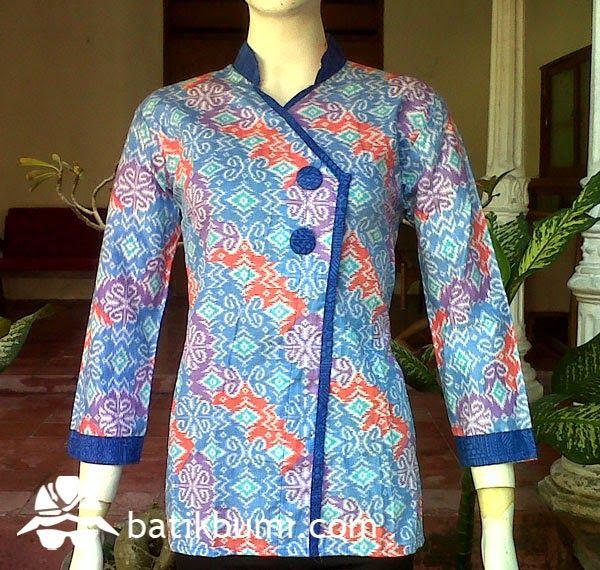 #Blouse #Batik dengan model krah #shanghai dan kancing menyamping, tanpa karet di pinggang belakang,tanpa sabuk, lengan panjang 7/8 Bahan batik kain katun prima.