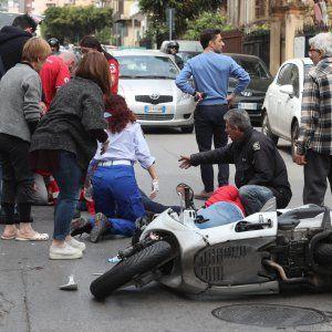 Offerte di lavoro Palermo  L'incidente avvenuto questa mattina. Coinvolti due ragazzi  #annuncio #pagato #jobs #Italia #Sicilia Palermo scontro tra auto e scooter in via Sampolo: due feriti gravi
