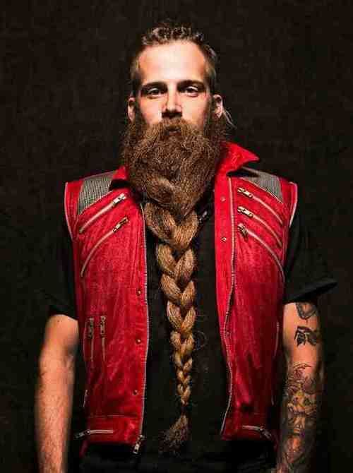 It is possible to grow a beard long enough to braid it like this? Amazing #beardup #beardsforver