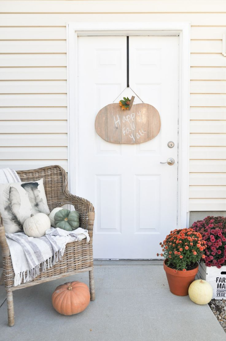 Learn How To Build This Rustic Pumpkin Door Hanger This Tutorial Can Easily Be Transitioned