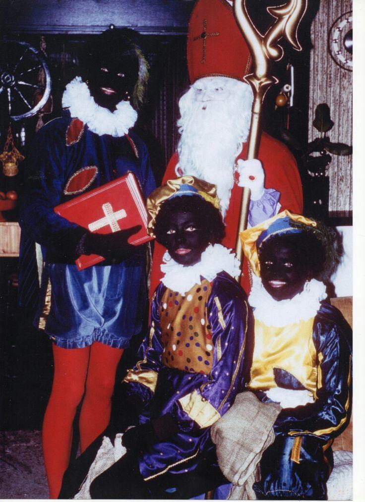Sint en pieten 1980 Arnhem mijn dochters zijn de mooie pietjes, broer grote piet zeer fijne tijd!