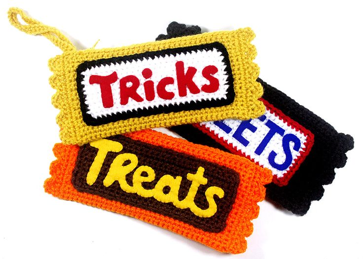 My free crochet pattern for October is up now at Michaels.com: Candy Bar Clutches!