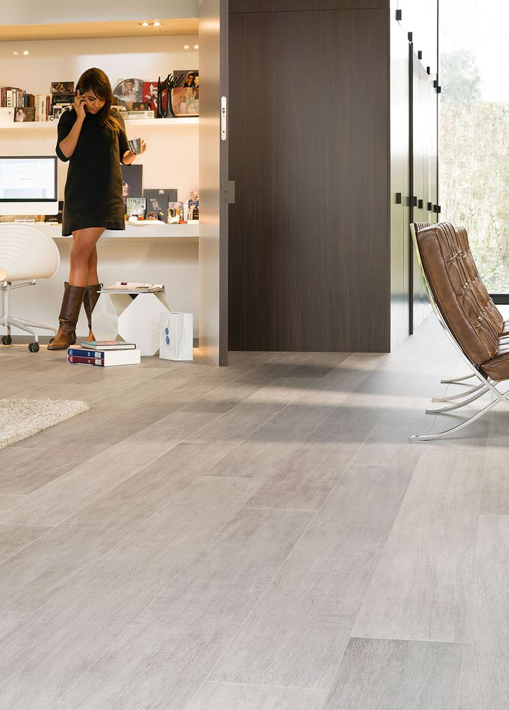 Quick-Step Laminate Flooring - Largo 'Authentic oak' (LPU1505) in a trendy office. To find more office inspiration, visit our website: https://www.quick-step.co.uk/en-gb/room-types/choose-the-perfect-home-office-flooring #bureau #kantoor