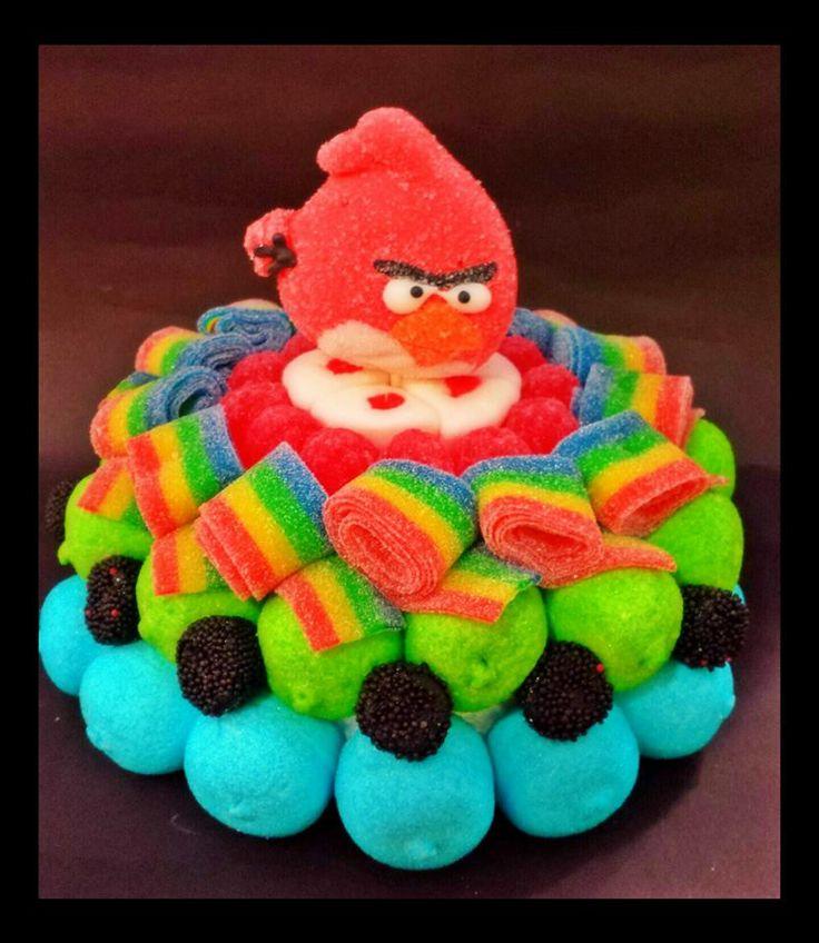Súper tarta de golosinas con los Angry Birds como protagonistas. Que divertido !! Creación de Duldi Sant Joan Despí.