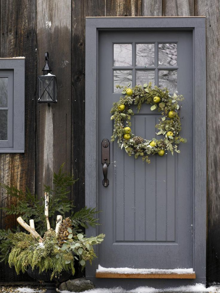 Love the natural wreath and the door color! Design in Depth: Holiday Styling With Wreaths | New England Home Magazine