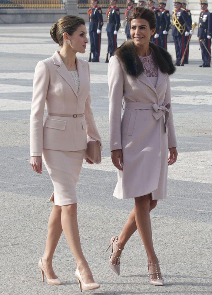 La Reina y la Primera Dama de Argentina coinciden en color y en estilo durante su primer encuentro en Madrid. 22.02.2017