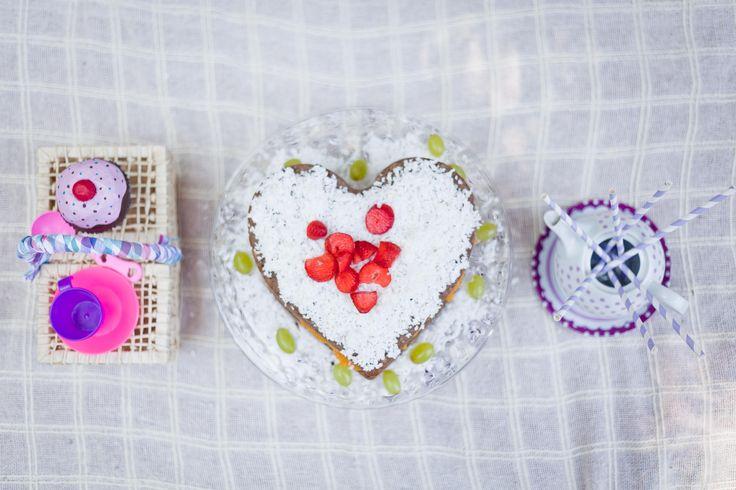 Como já contei aqui, na festa de primeiro aniversário da Dora, oferecemos várias comidinhas saudáveis e sem açúcar pra ela e outros bebês. Inclusive o bolo do parabéns era para todos. A ideia era o...