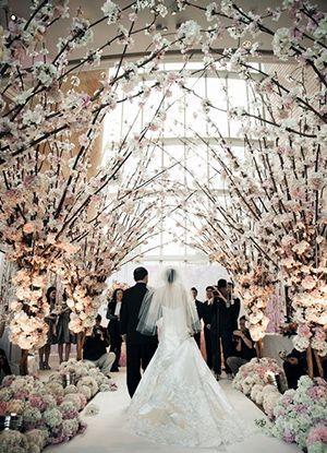 Kirschblüten-Hochzeitsgangdekorationen für Winterhochzeitsideen   – Wedding Wishes