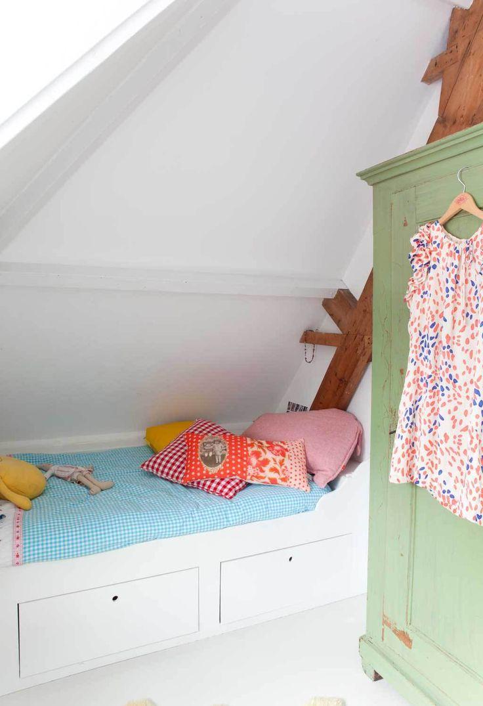 #inbouw #kinderbed #Bed onder schuin dak | vtwonen