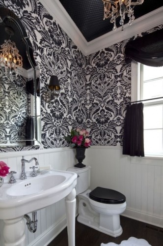 The large scale wallpaper in this powder room is striking!Bathroom Design, Powder Room, Modern Bathroom, Black And White, Dreams Bathroom, Black White, Bathroom Ideas, White Bathroom, Design Bathroom