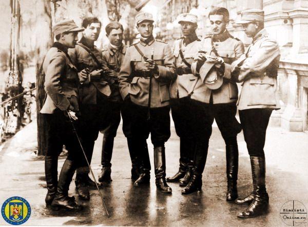 Ofiterii Div 1-8 Obuziere - Armata Romana la Budapesta 1919 - Foto Roncea Ro - Ziaristi Online - Arhivele Nationale