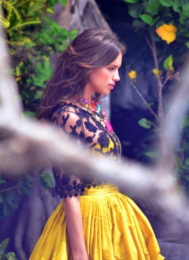 2012 > FEBRUARY 22 - IRINA SHAYK IN ACAPULCO, MEXICO