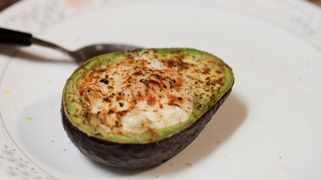 Bake an Egg in an Avocado for Breakfast: Avocado Eggs, Fun Recipes, Baked Avocado, Eggs Baking, Food, Healthy Breakfast, Breakfast Treats, Baking Avocado, Baking Eggs