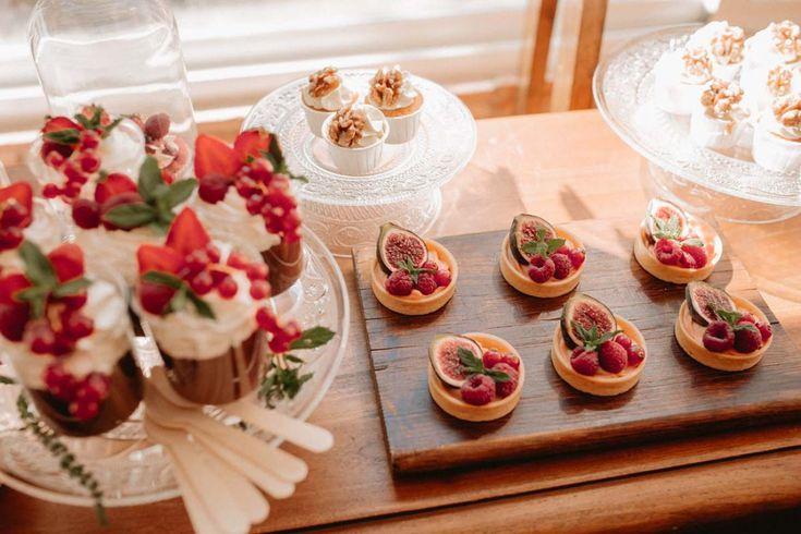 Mesa de dulces de la mano de Aquarela Cakes en Cádiz. Preciosa boda en Los Jardines de la Cabaña, Cádiz. PERALES fotografia.  . #losjardinesdelacabaña #fotografiadebodas #fotografocadiz #fotografosevilla #reportajebodas #cateringboda #aquarelacakes